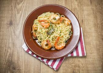 Langostinos y spaghetti