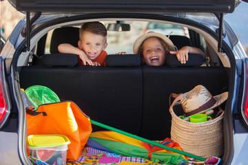 фото ребенок в автомобиле