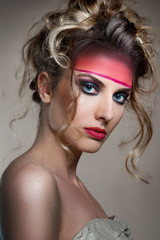 Editorial kreativ Make-up Shooting, Irokesen Frisur, Updo