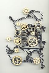 Абстрактное изображение с зубчатыми колёсами, цепочкой и металлическим предметом