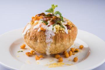 Obraz Rajasthani Shahi Raj Kachori, stuffed katchori with potato and sprout filling and served with curd, chutney and sev - fototapety do salonu