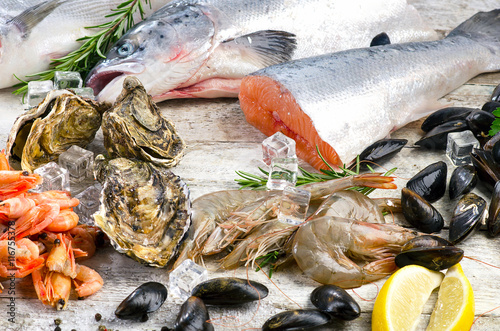Fresh fish and seafood with aromatic herbs and spices for Aromatic herb for fish