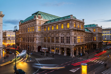 Foto auf Leinwand Wien Vienna State Opera at night