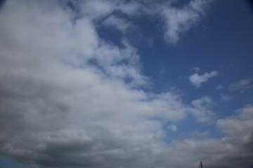 青空と雨雲 / 雨雲が青空を覆っていく様子を写真に収めました