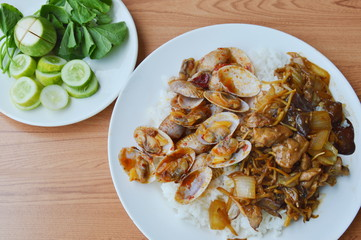 stir fried clam in curry paste and chicken with slice ginger on rice