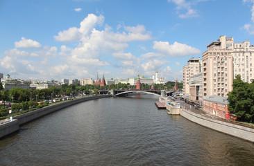 Москва-река, пречистенская и берсеневская  набережная