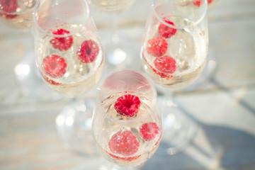 champagne glasses wich raspberries