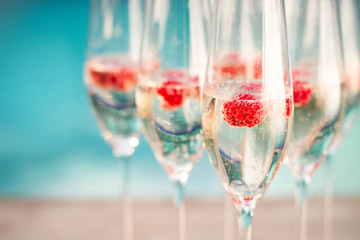 champagne glasses wich raspberries
