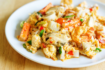 scrambled eggs fried with seafood.