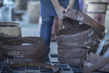 Cooperage, cooper taking iron rings