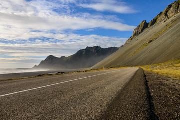 Estrada de montanha na Islandia