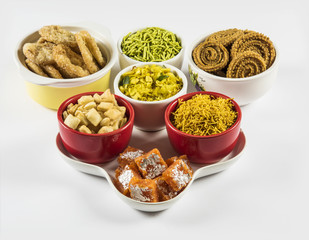 diwali food chivada, chakali, murukku,anarse, shankar pale, palak sev or green sev, yellow sev, indian snacks