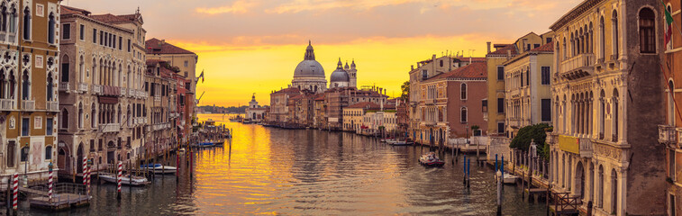 Foto auf Leinwand Venedig Venice city and canal with sunrise view panorama