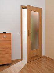 Zimmertür mit Lichtöffnung