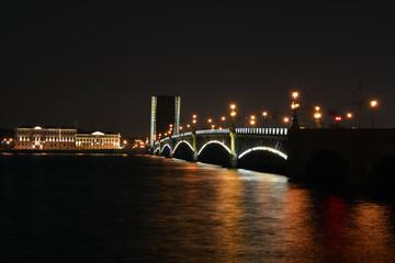 Разведенный Троицкий мост в Санкт-Петербурге. Ночной город.