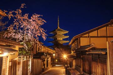 八坂の塔と夜桜