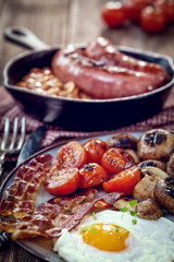 English breakfast with eggs, tomatoes, mushrooms, bacon and beans