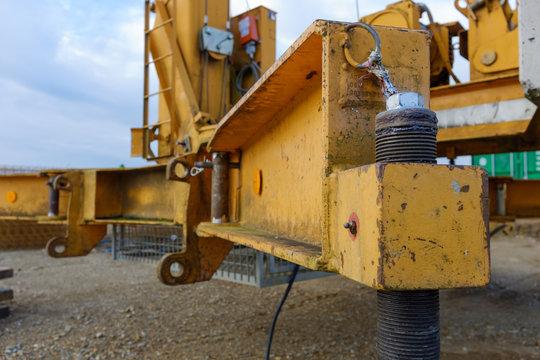 gelber Kranunterbau Neubaugebiet