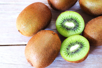 Top view of sliced kiwifruit on a wooden table.