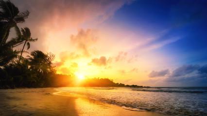 Fototapete - Sonnenuntergang am Meer, tropisches Paradies