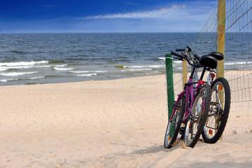 Foto op Plexiglas Fiets Two bicycles on an empty beach