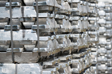 Aluminium Blöcke gestapelt