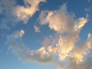 Wolkiger Himmel am Abend