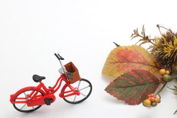 自転車と落ち葉と栗 秋 行楽イメージ