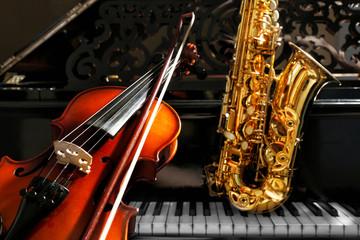 Violin with saxophone and piano, closeup Fotobehang