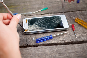 Fixing damaged smartphone