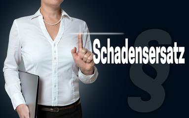 schadensersatz touchscreen wird von geschäftsfrau bedient hinte