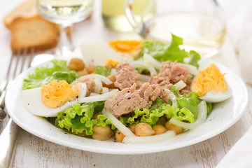 fish salad with chickpea and vegetables