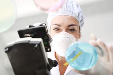 Fototapeta Badanie twardości wody w laboratorium chemicznym. obraz