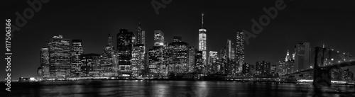 Fototapete New York City Manhattan downtown skyline at dusk with skyscraper