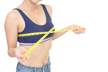 胸囲を測る女性