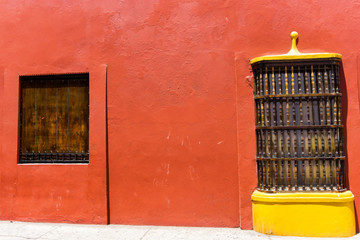 Fototapete - Red Wall and Yellow Window