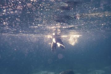 swimming man in ocean blue Fototapete