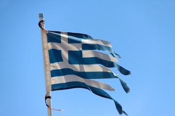 Flagge zerfetzt in Griechenland