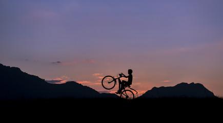 bisiklet sürmek & bisikletli silüeti