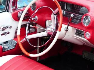 Acrylic Prints Old cars Kitschiges Interieur in Rot und Weiß eines amerikanischen Cabriolet der Fünfzigerjahre bei den Golden Oldies in Wettenberg Krofdorf-Gleiberg in Hessen