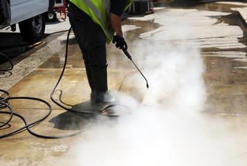 Limpieza del pavimento con agua a presión