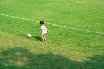 サッカーボールと男の子