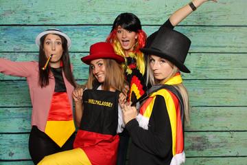 Fußballfans mit einer Fotobox - Photobooth Party mit weiblichen Fußballfans