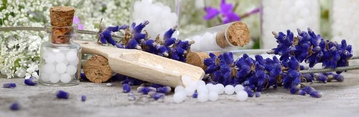 Globuli mit Schafgarbe und Lavendel
