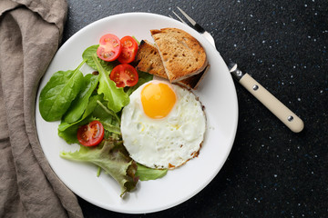 Fried eggs with vegetables salad