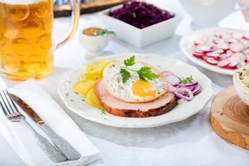 Oktoberfestbier und bayerische Spezialitäten