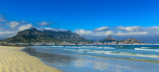 Republic of South Africa. Cape Town (Kaapstad). Panoramic view of the city and Table Mountain (from left: Devil's Peak; Lion's Head and Signal Hill)