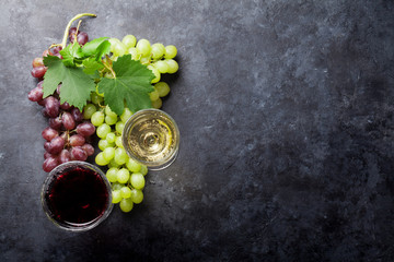 Red and white wine and grape Fototapete