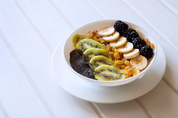 Kiwi banana dewberry raisin oatmeal smoothie bowl