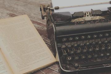 Stara maszyna do pisania.